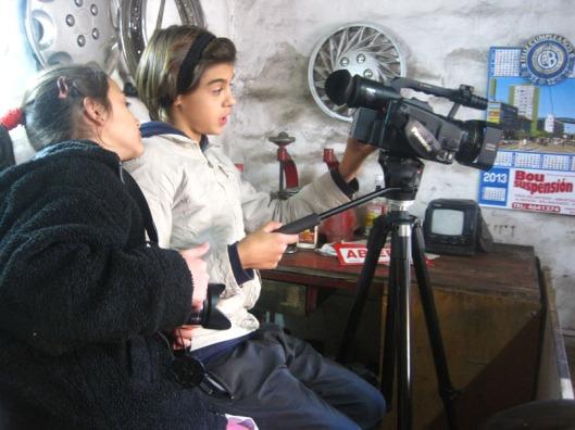 Cinema en curs 2. Dos niñas, dirección cámara y foto fija en blog Eva Muñoz